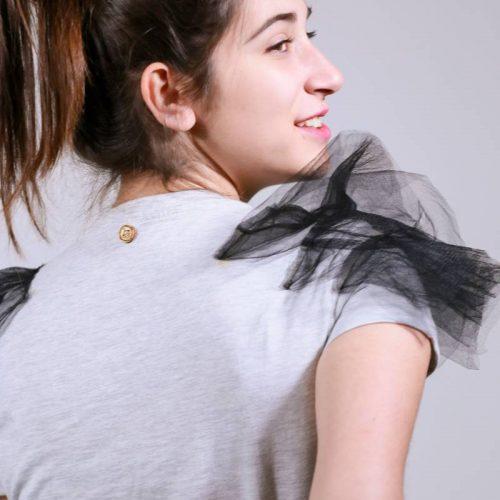 T-shirt handmade με τούλι στους ώμους