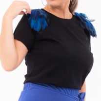 T-shirt in blue feathers